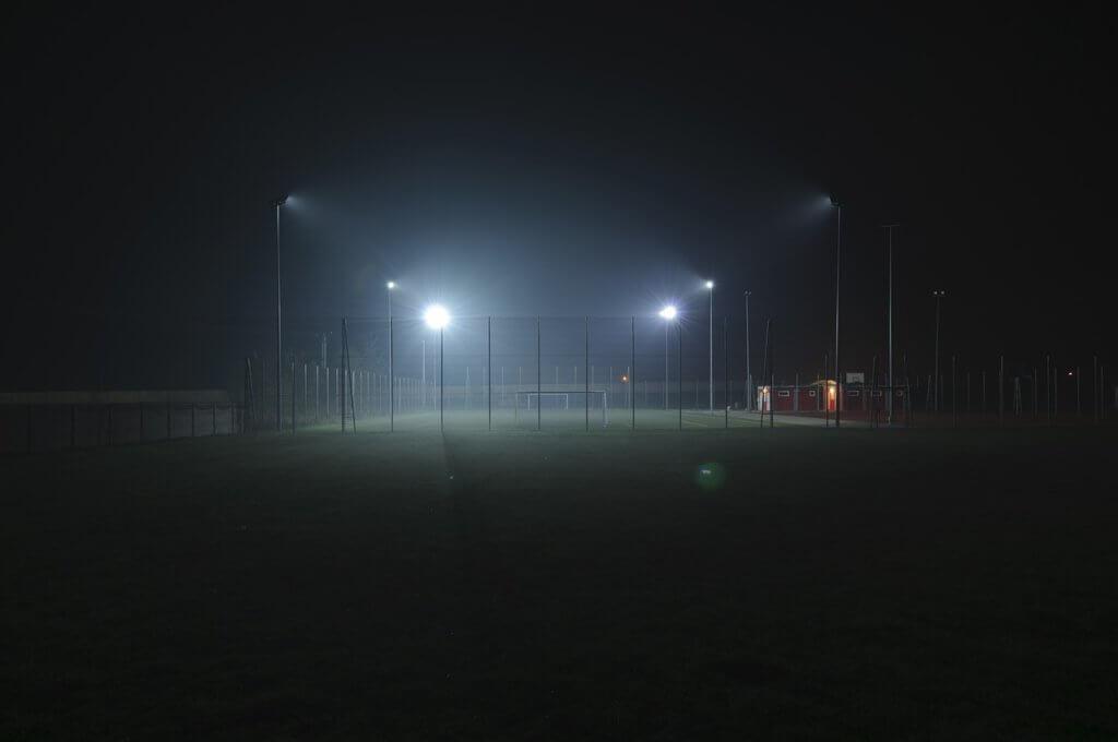 Rasenmäher Sportplatz