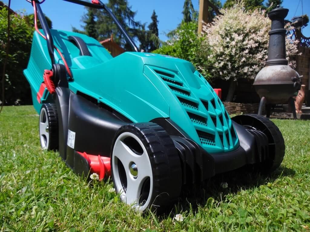 Akku Rasenmäher für große Flächen